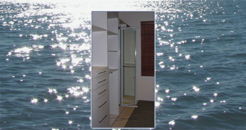 Pull-out mirror in a custom wardrobe
